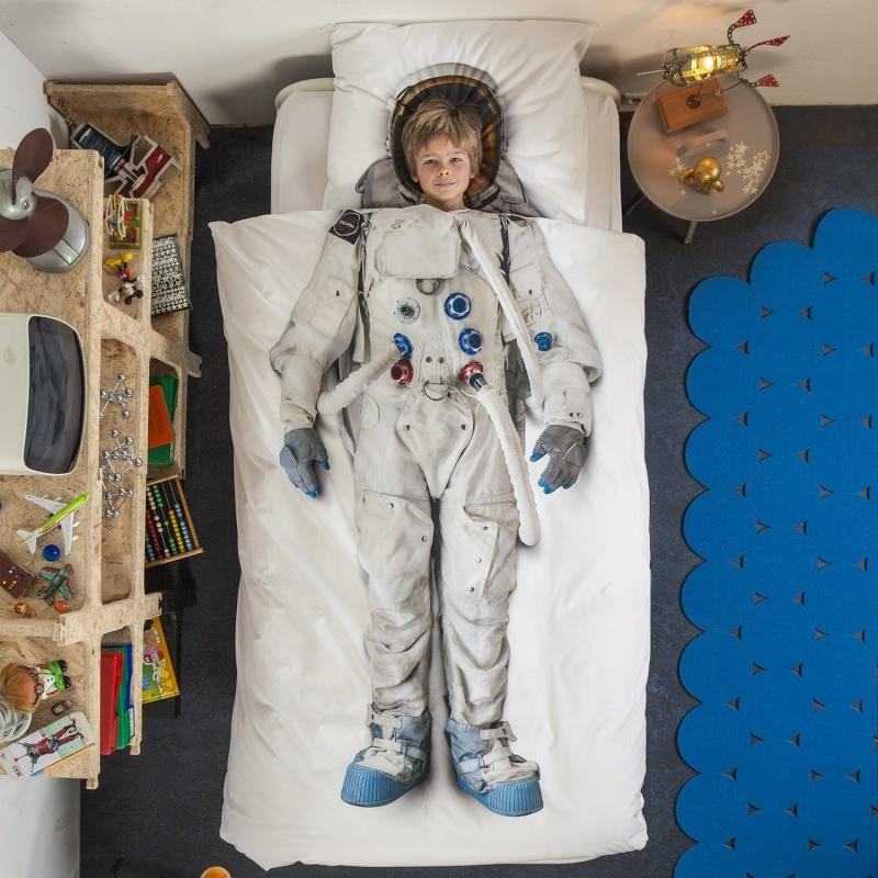 Objet insolites (en rapport avec l'astronautique) Astron10
