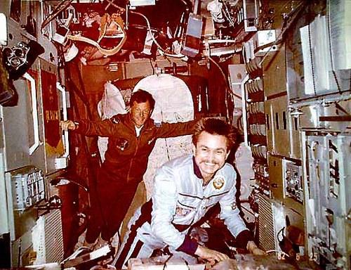 Disparition du cosmonaute Anatoli Berezovoy (1942-2014) Jlyobo10