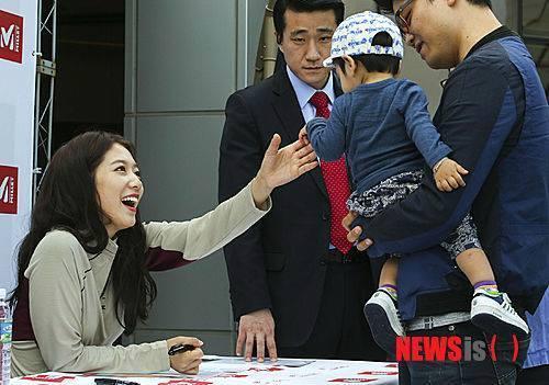 03.10.2014 Park Shin Hye au fanmeeting de Millet  15017710