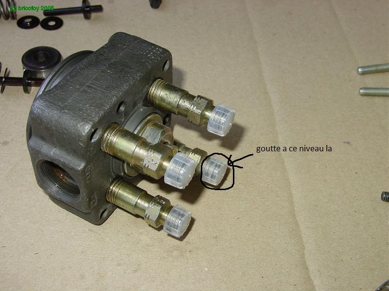 Fuite au niveau du tuyaux d'injecteur à la pompe injection Dsc05311