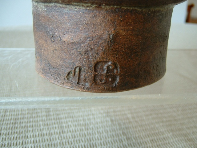 Leach Pottery - St. Ives  - Page 6 J_leac11