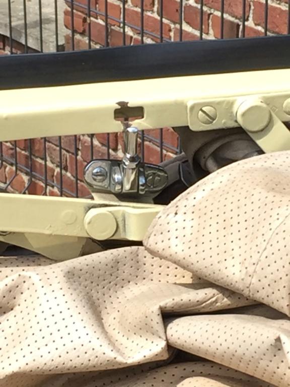Fixation armature cabriolet  5e58b210