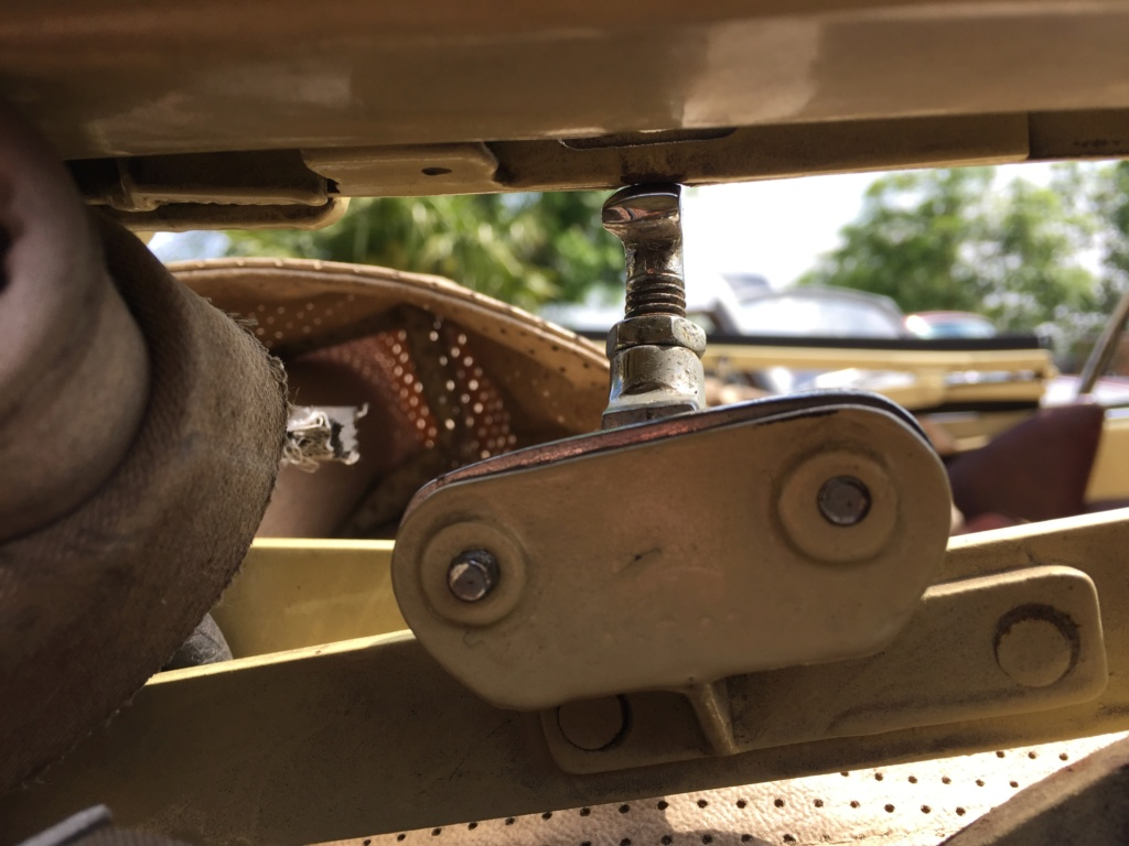 Fixation armature cabriolet  845c5410