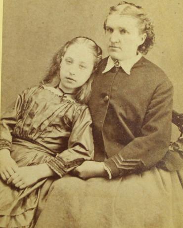 Modë e çuditshme e fotove post-mortem të shekullit XIX-të 1010