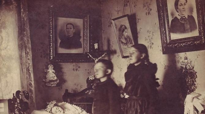 Modë e çuditshme e fotove post-mortem të shekullit XIX-të 110