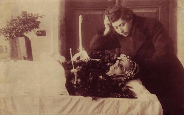 Modë e çuditshme e fotove post-mortem të shekullit XIX-të 1210