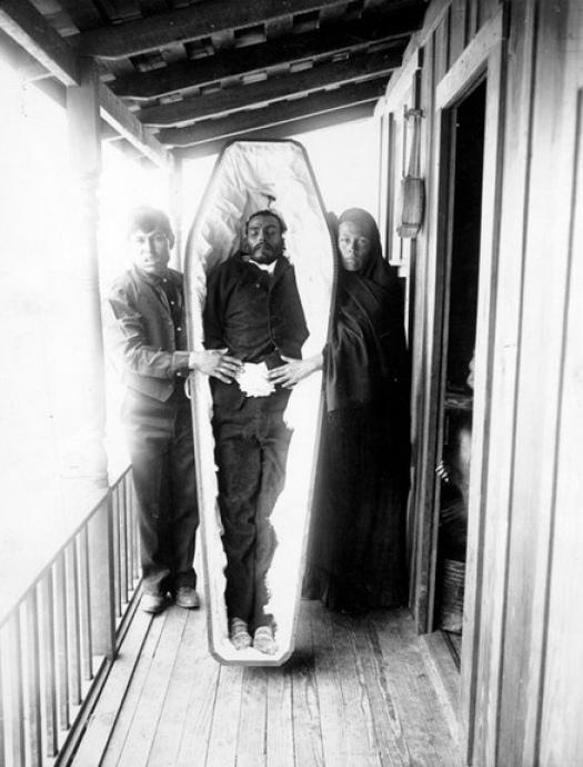 Modë e çuditshme e fotove post-mortem të shekullit XIX-të 410