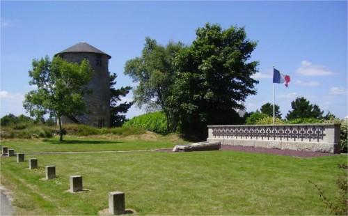 36 parachutistes des Forces françaises libres du Special Air Service furent aussi parachutés en Bretagne vers minuit dans la nuit du 5 au 6 juin 47517610