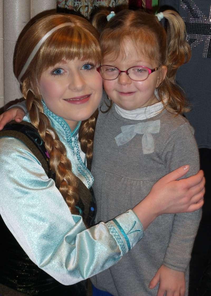 Princess Pavilion avec Anna et Elsa - Page 4 20141212