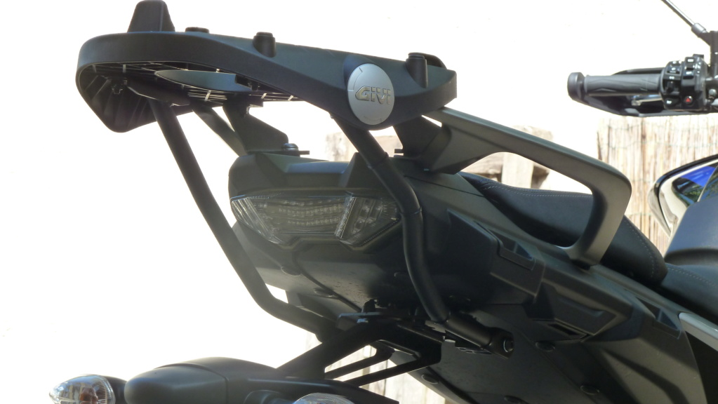 Nouveautée GIVI support top case Tracer 900 ( GT ) 2018 P1060912
