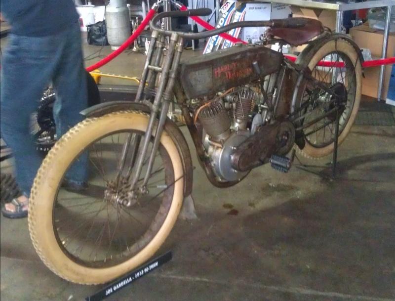 Les vieilles Harley....(ante 84) par Forum Passion-Harley Captu526
