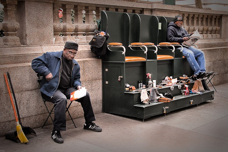 STREET VIEW : les petits boulots, image de la précarité moderne 13440510