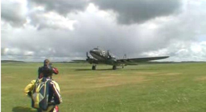 Un DC3 - Dakota - C47 Parachutisme en 2008 Dc_110