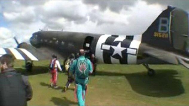 Un DC3 - Dakota - C47 Parachutisme en 2008 Dc_210