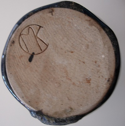 MK or CMK makers mark - is this a New Zealand potter? Mk10