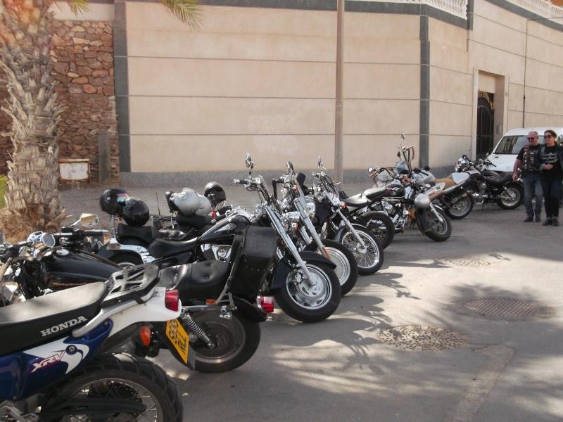 un moto almuerzo en la costa  E6bzfn10