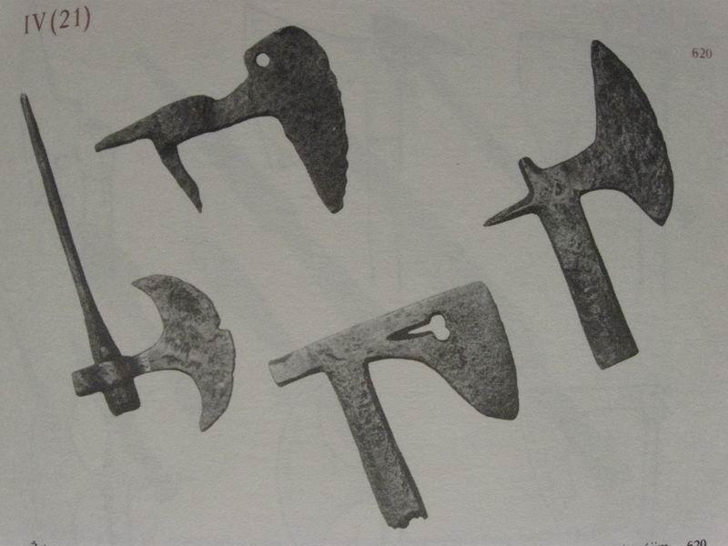 [Artefacts] haches à lancer, croix à lancer ( 14e-17e) 0110