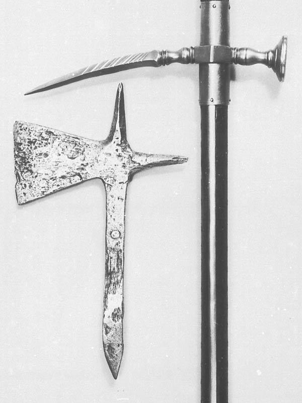 [Artefacts] haches à lancer, croix à lancer ( 14e-17e) 0410