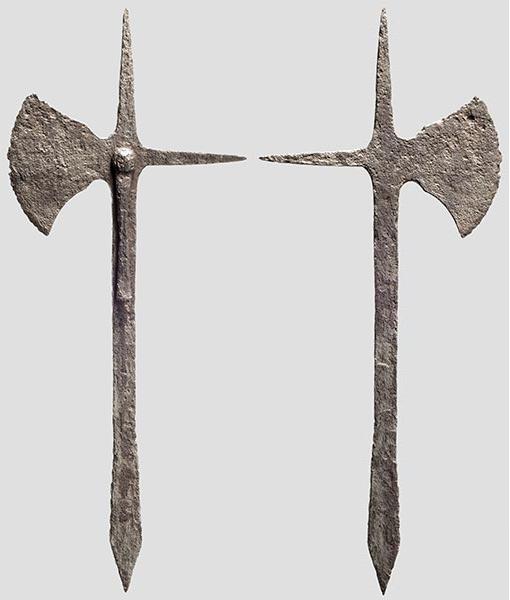 [Artefacts] haches à lancer, croix à lancer ( 14e-17e) 0610