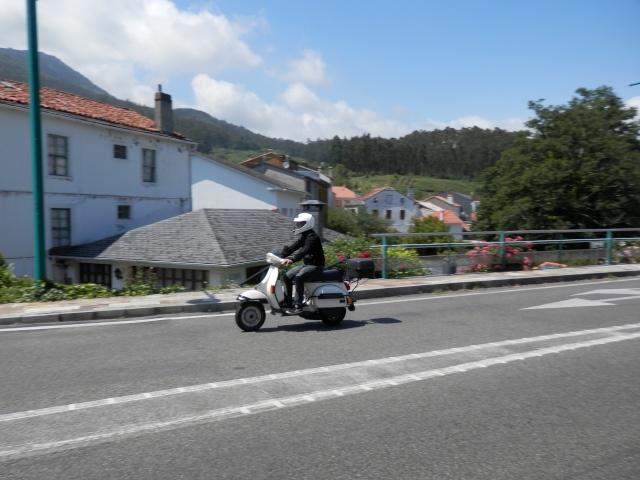 Vuelta a Galicia en ciclomotor  P6140610