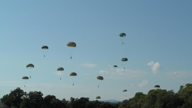 Le parachutage 10938210