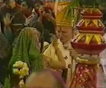 Rions ( ou plutôt pleurons...) avec nos popes con-ciliaires ! - Page 2 Jpii_t11