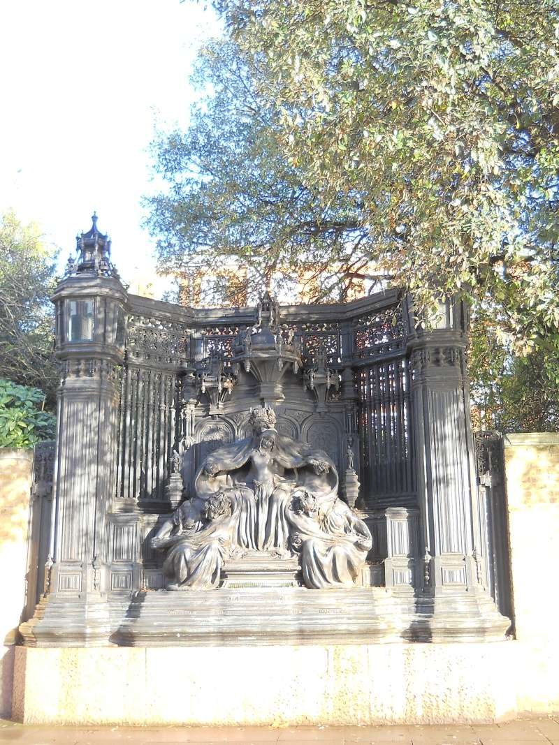 ...  à Londres, Saint-James Palace Dscn6942