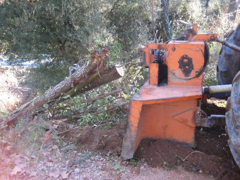 Ford 7610 levantando el frente para subir troncos desde barranco. Img_6613