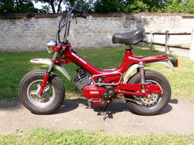 Et hop, un petit Moto guzzi magnum de 1976. P1010010