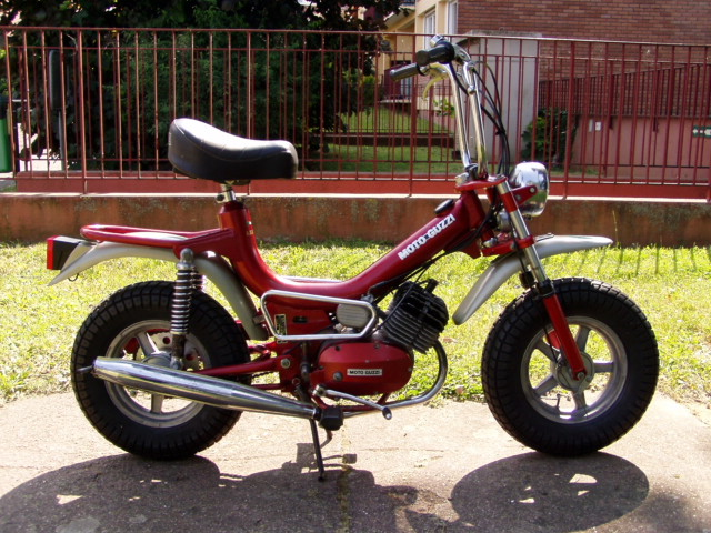 Et hop, un petit Moto guzzi magnum de 1976. P1010011