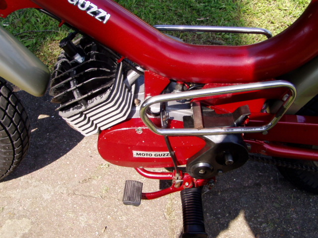 Et hop, un petit Moto guzzi magnum de 1976. P1010012