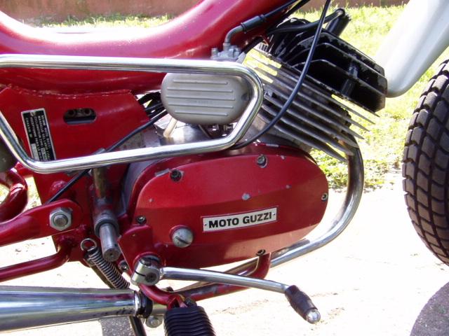 Et hop, un petit Moto guzzi magnum de 1976. P1010013