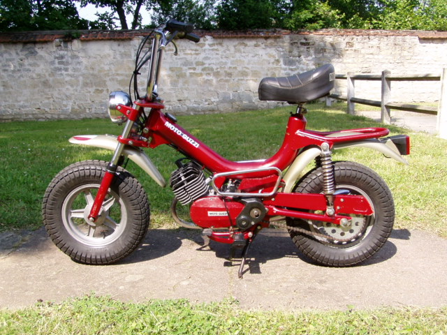 Et hop, un petit Moto guzzi magnum de 1976. P1010014