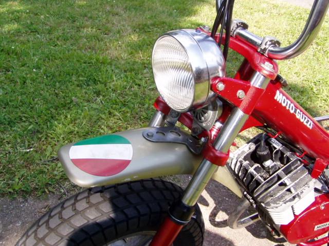 Et hop, un petit Moto guzzi magnum de 1976. P1010020