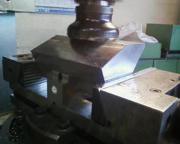 [REALISATION] et conception complète d'une fendeuse hydraulique de 27 Tonnes Photo_17