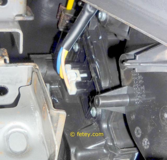 Nissan Versa S 2007, remplacer la résistance du système de chauffage 19_dyc11