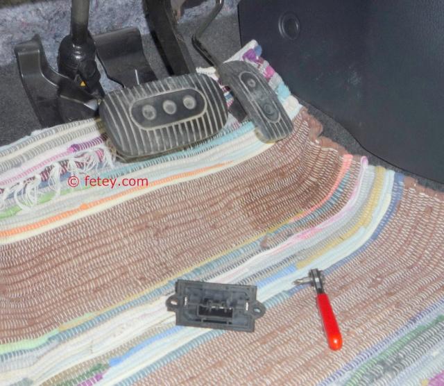 Nissan Versa S 2007, remplacer la résistance du système de chauffage 19_dyc12