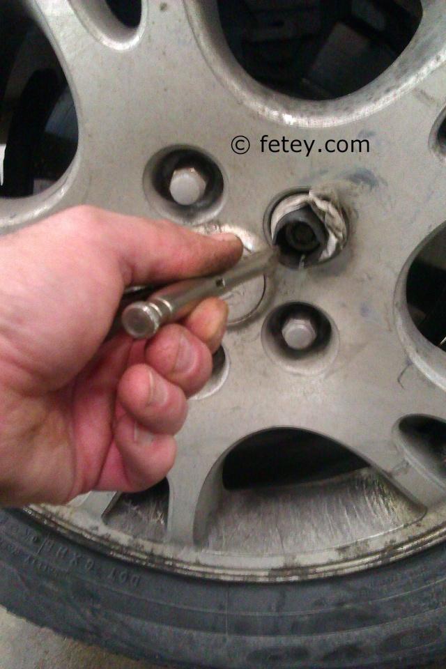 Enlever un boulon récalcitrant ou lock nut d'une roue Mag en le chauffant 2014-112