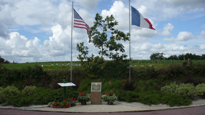 Monument WW2 - Sainteny ( Normandie ) P1160530