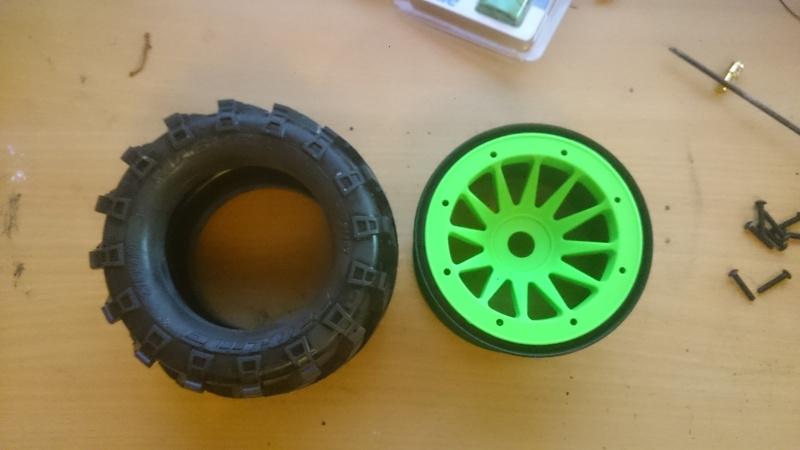 """[Astuce] Monter des pneus 2.8"""" sur des jantes Maximizer 3.2"""" Dsc_0311"""