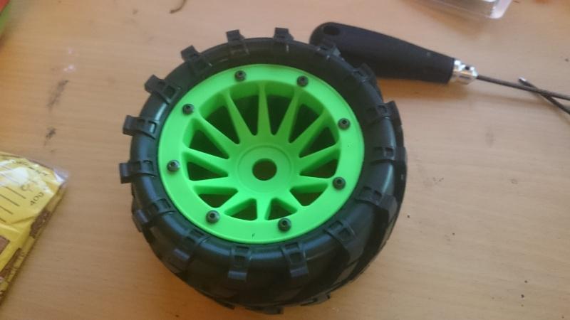 """[Astuce] Monter des pneus 2.8"""" sur des jantes Maximizer 3.2"""" Dsc_0317"""