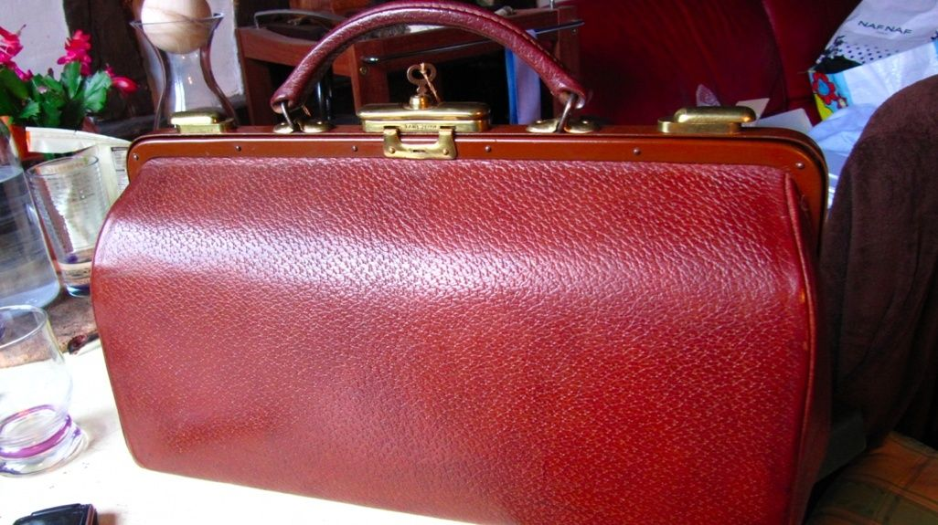 Trouvé a bord d'une valise Mappin and Webb A10