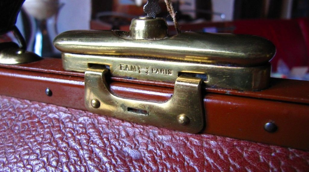 Trouvé a bord d'une valise Mappin and Webb B10