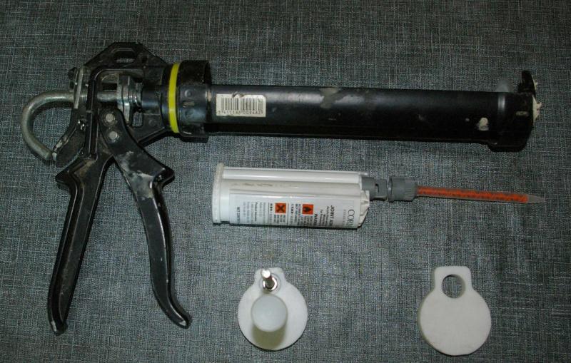 Colle Corian® (modif pistolet à cartouche) Imgp2820