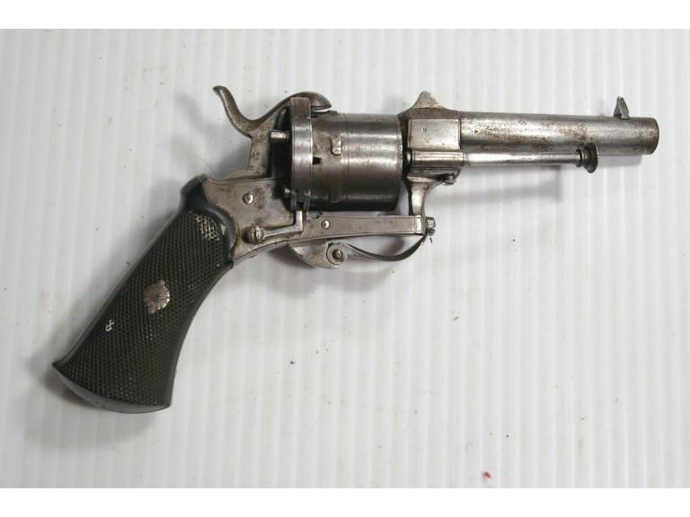 Identification vieux revolver (suisse?) Pinfir10