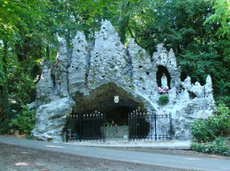Les répliques de la grotte de Lourdes - Page 2 2014-382