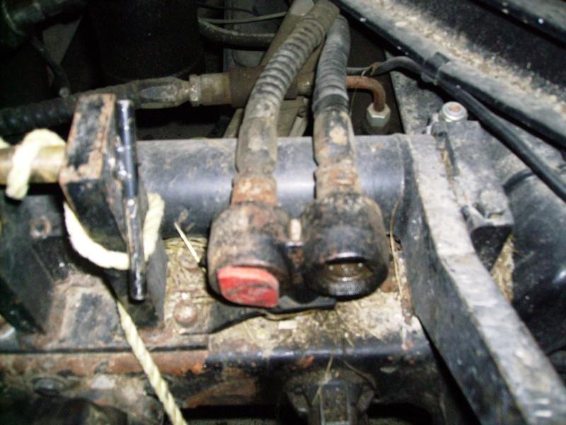 fixation tuyau hydraulique 421 Imgp0019
