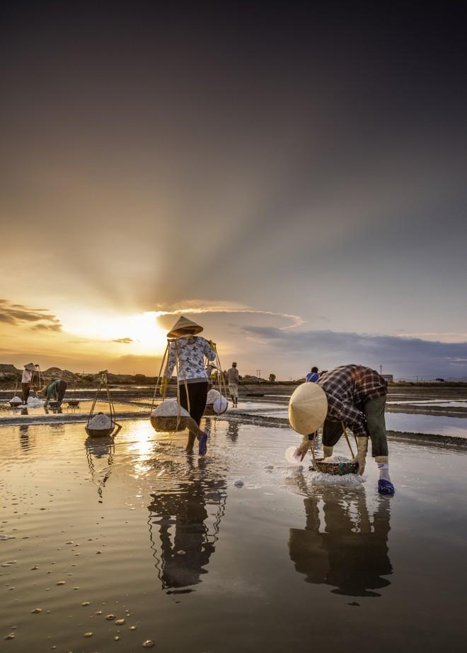 Khoảnh khắc cuộc sống bình dị, nên thơ ở làng quê Việt Cuoc-t17