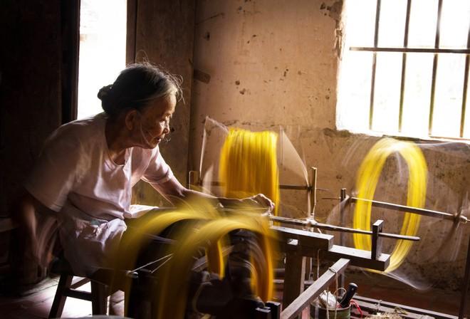 Khoảnh khắc cuộc sống bình dị, nên thơ ở làng quê Việt Cuoc-t29