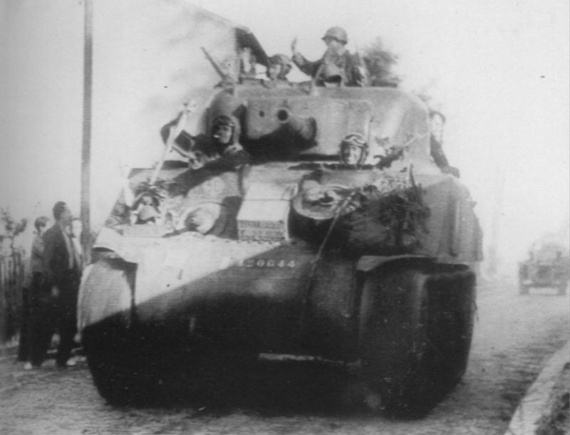 Auguste GAUTIER - 12 RCA 2ème escadron - char 32 PROVENCE 42064413